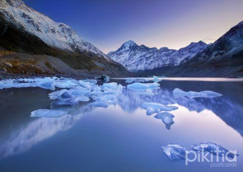 Mount Cook (Aoraki) from Hooker Lake, New Zealand